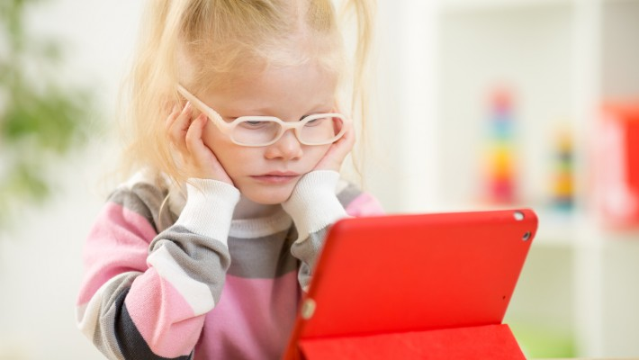 Excessive Use of Electronic Devices Blamed for Increase in Children's Eye Problems